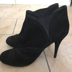 Lila Verne suede ankle boots